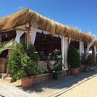 Marea Beach хороший ресторан на пляже.
