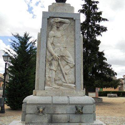 Plaza de la Fuente monolito
