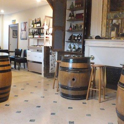 Dégustation conviviale de nos vins dans notre authentique maison familiale du 18ème