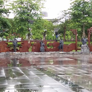 北面入口會望到的銅像
