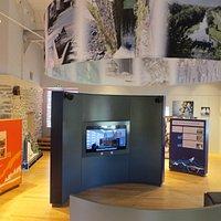 L'intérieur de l'espace d'information sur l'hydroélectricité EDF.