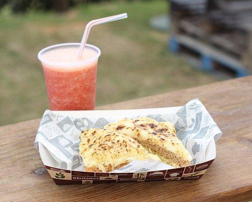 Crooked Monsier - (mussarela, peito de peru, molho bechamel e queijo gratinado por cima).
