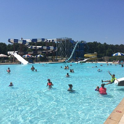 Sunday Funday at Cobblestones Water Park!