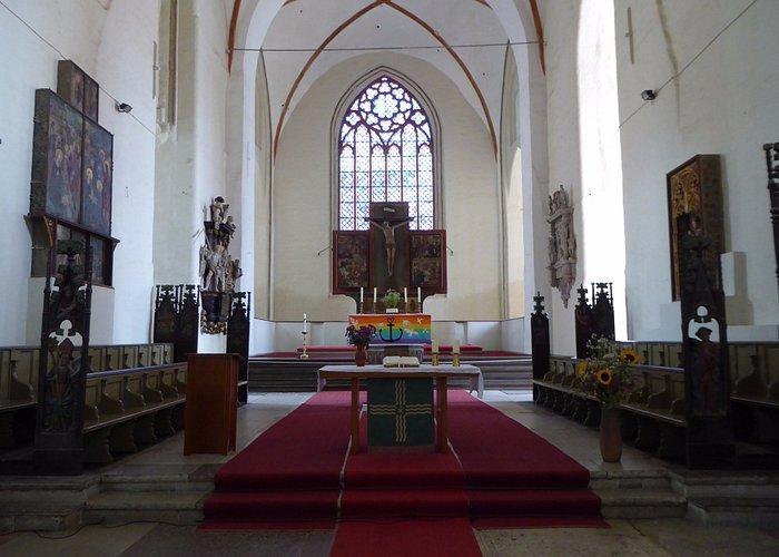 Utsikt mot altare.