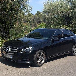 Mercedes Class E Luxe Couleur noire Vitres Tintées Intérieur cuir Climatisation Chargeur Smartph