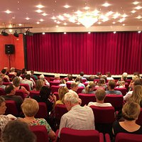 Das Theater ist klein und sehr komfortabel!