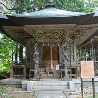 境内にある厳島神社
