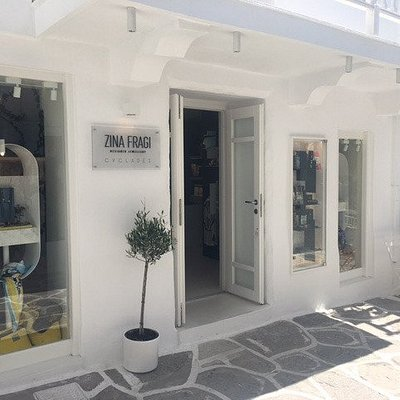 Unique handcrafted jewellery, silk scarves and accessories by Greek designers