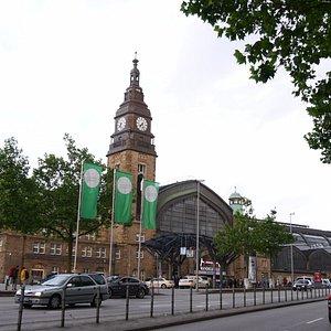 立派な時計塔を持つ中央駅