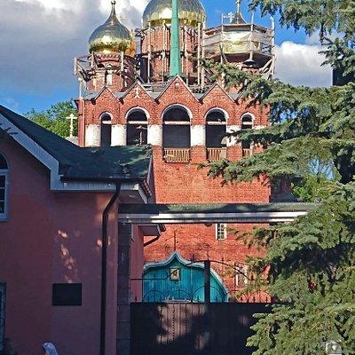 колокольня и церковь