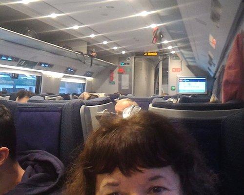 Excelente, con vagón comedor y agradablemente cómodo.