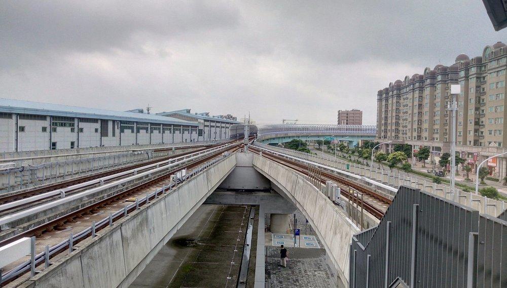桃園機場捷運A17領航站月台外軌道