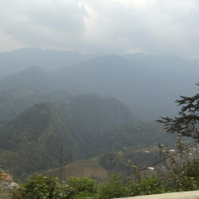 Núi rừng hùng vĩ