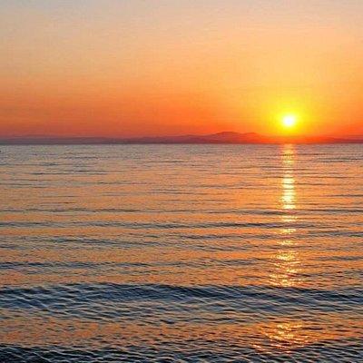 coucher du soleil en mer promenade de détente avec un verre de rosé offert