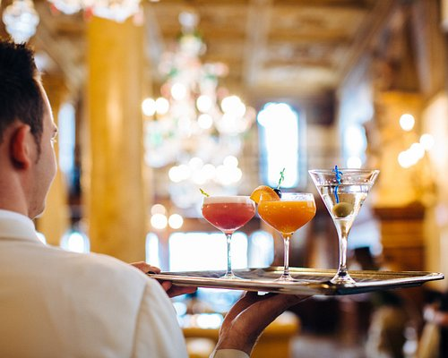 Indulge in famous cocktails and classic drinks at Bar Dandolo