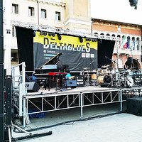 il palco per l'esibizione di Dave Weckl con la Venezze Big Band