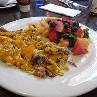 Omelet with fresh fruit