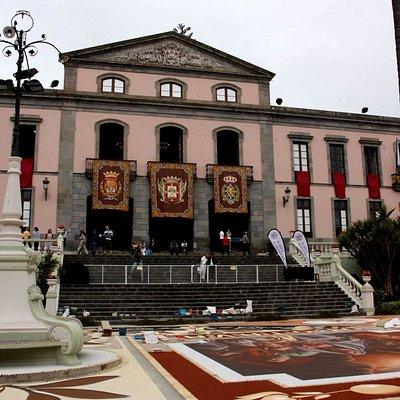 der Platz an Fronleichnam (Corpus Christi)