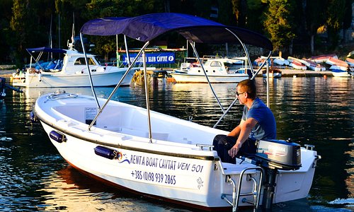 Boat to rent to enjoy hidden beaches of Cavtat