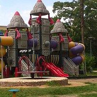 منطقة الالعاب بالحديقة kids play