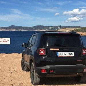 Explora todos los rincones de Ibiza con nuestros Jeeps