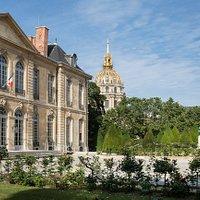 Vue de la Cour d'honneur avec Le Penseur de Rodin et le dôme des Invalides, © Agence photographi