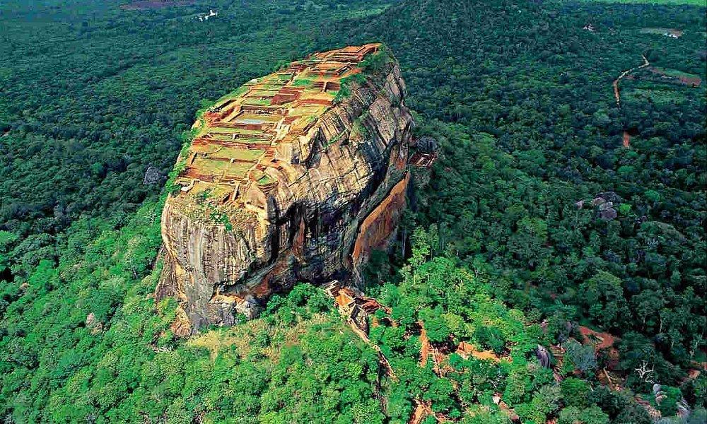 Um palacio no topo da Rocha construído pelo Rei Kassyapa