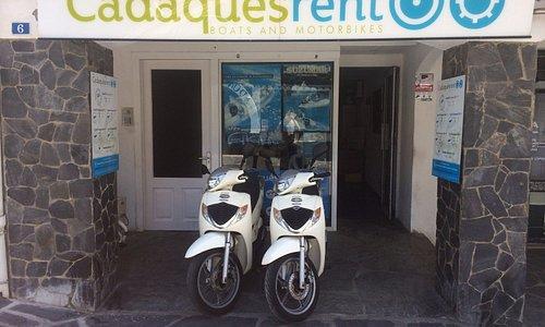 Nuestra tienda ubicada en el centro de Cadaqués.