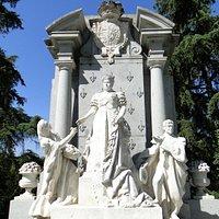 Monumento a Isabel de Borbón