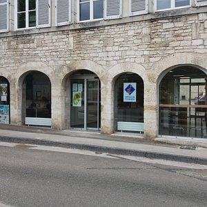 Place de la République, centre-ville de Baume-les-Dames