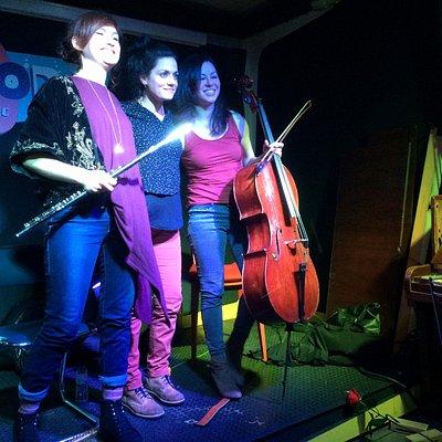 Trio de improvisadoras en Soda: Vega-Millà-Félix