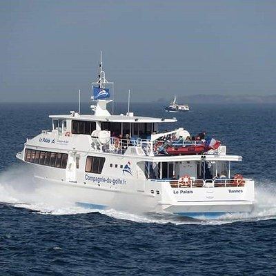 Navire de la  Compagnie du Golfe durant la traversée de Belle-ile en mer
