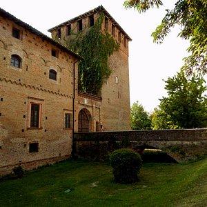 Un Vecchio  Maniero  del  XIV-XV secolo, oggi è di proprietà privata