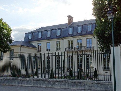 Façade côté Grande Rue du Chateau de Croissy
