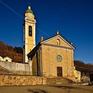 Zerba - Villa Soprana, particolare della facciata della Chiesa parrocchiale di San Michele Arcan