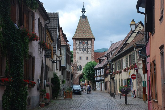 Turm und Hauptstraße