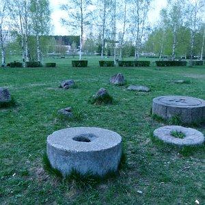 Каменные жернова