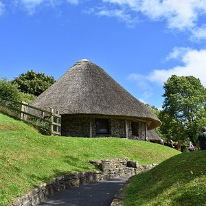 Replica of a dwelling house on Lough Gur (now visitor center)
