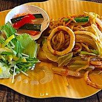 タイ風焼きそばとも違う、不思議と美味しい味です。表現仕様がありません。