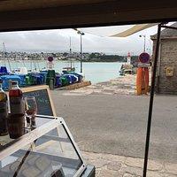 lieu convivial et charmant sur le port d'Erquy avec vue imprenable ,tous les porduits sont bios!