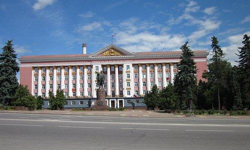 Памятник В.И. Ленину на Красной площади Курска