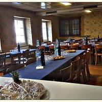 la salle à l'étage. 150 places. A disposition pour de grandes fêtes.