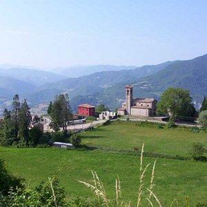panorama della Chiesa dalla strada del Penice