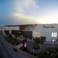 Centro comercial con marcas más exclusivas. Cancun shopping center with most exclusive brands