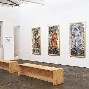 Que increíble Galería con obras originales de Calder, Dalí, Picasso, Basquiat, Haring, entre otr