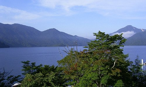 夏の中禅寺湖です