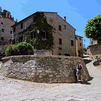 Piazza della Cisterna, Rocca d'Orcia