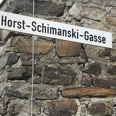 Schimmi hat seine eigene Straße - pardon Gasse - in Duisburg-Ruhrort. Die Schimmi-Tour weiß wies