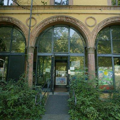 L'esterno della biblioteca
