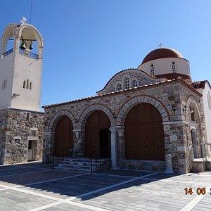 Храм Святых Апостолов в Антимахии, июнь 2017 года...
